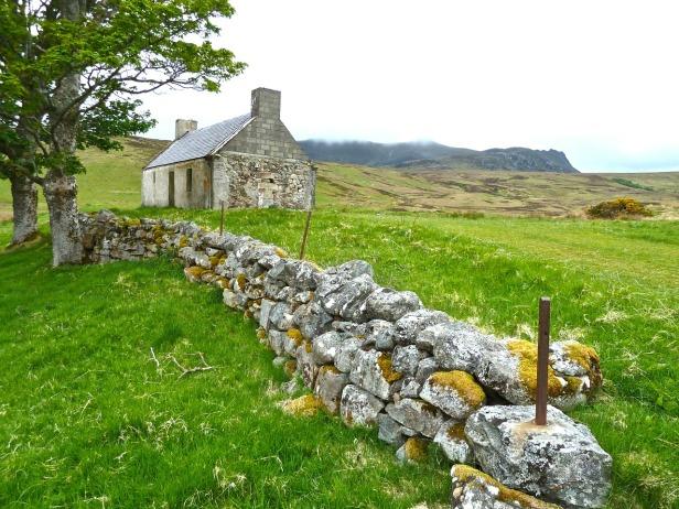 farmhouse-272596_1280