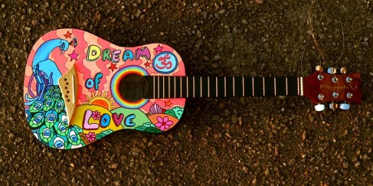 painted-guitar-1087209_640