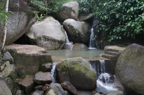 waterfall-2931444_640