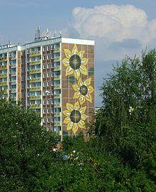220px-Rostock-Lichtenhagen_Sonnenblumenhaus