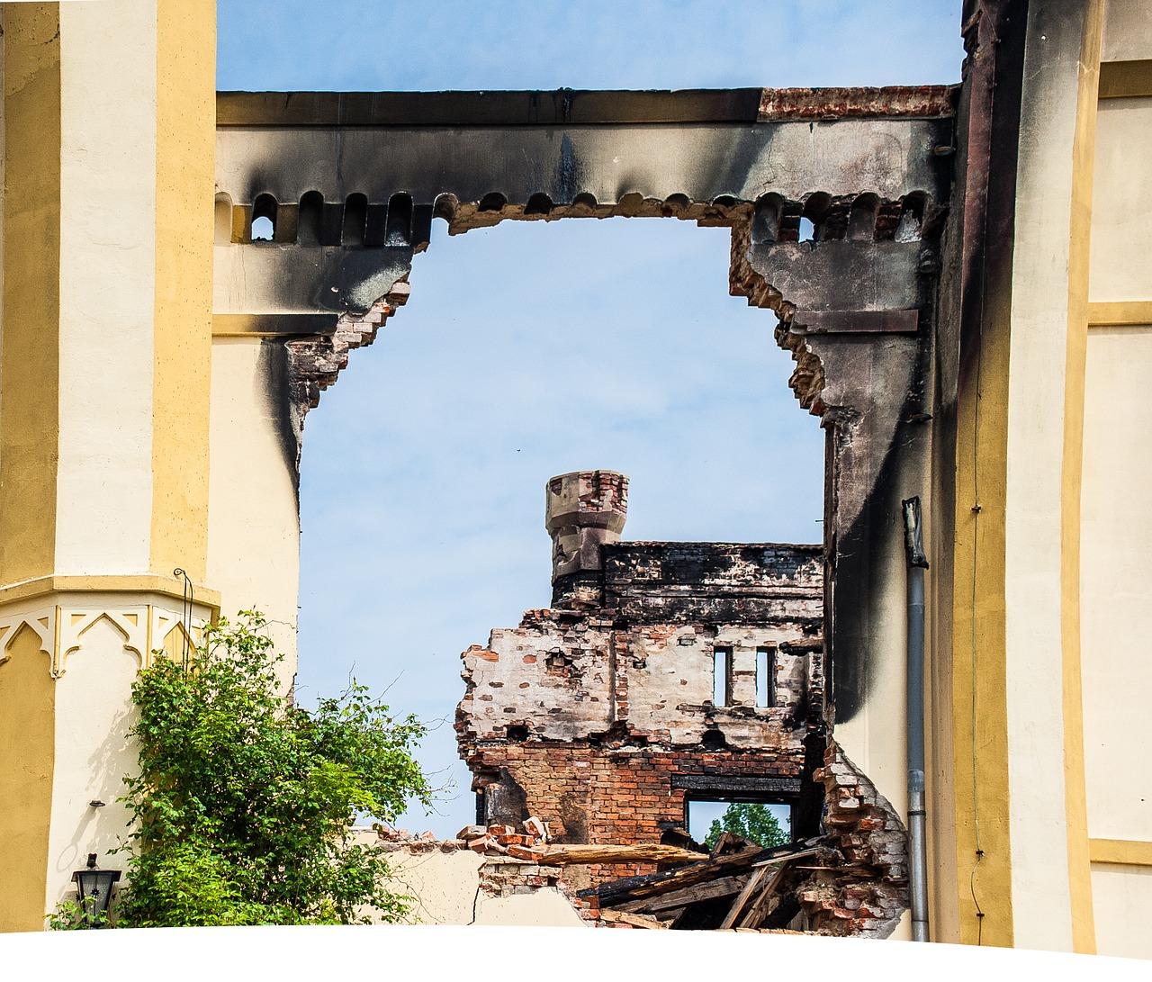 castle-facade-1424499_1280