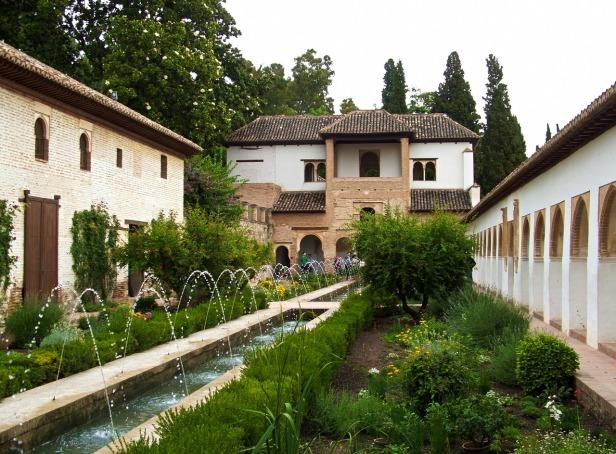 alhambra-2715759_1280