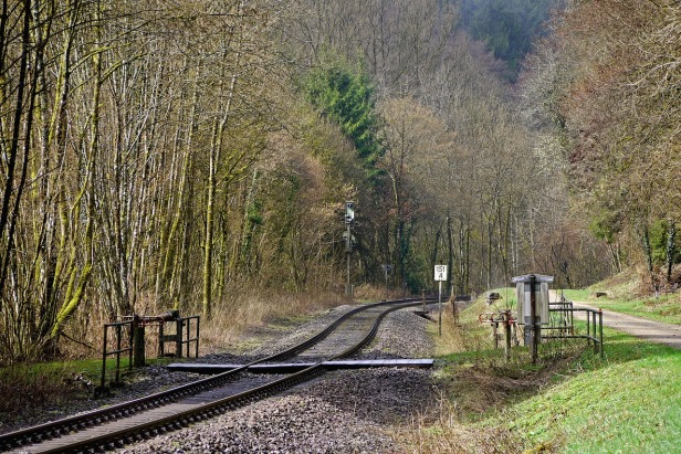 railway-line-2164679_1280