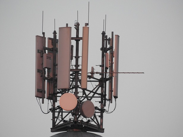 mobile-phone-masts-1120090_1280