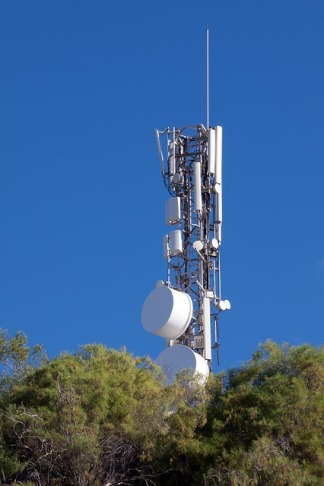 telecommunications-mast-571354_640