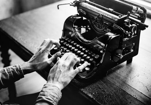 typewriter-2242164_640