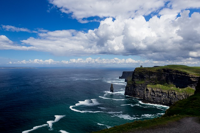 cliffs-of-moher-4207875_640